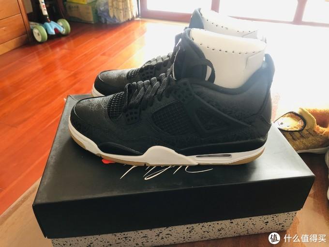 黑色的大皮鞋居然暗藏玄机---AIR JORDAN 4 黑镭射