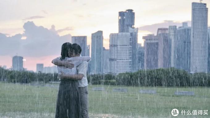 """一段老师和学生的""""禁忌之恋"""",犹如一场""""热带雨"""",来去匆匆,却春梦荡漾。"""