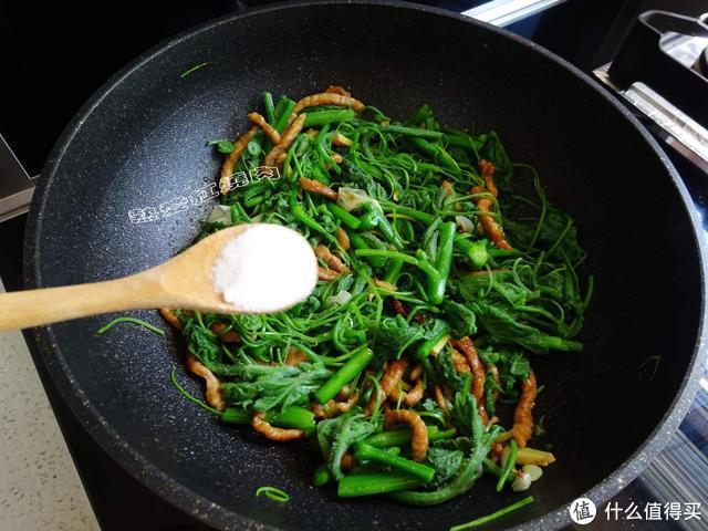 这个菜浑身是毛吃着扎嘴,城里十元一斤也难买到,素炒肉炒都好吃