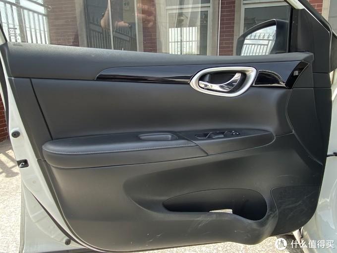 车门感觉最明显,扶手上面全部皮质和软性搪塑包裹