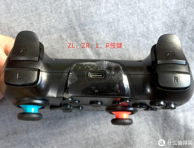 顶部按键看起来很像PS4手柄