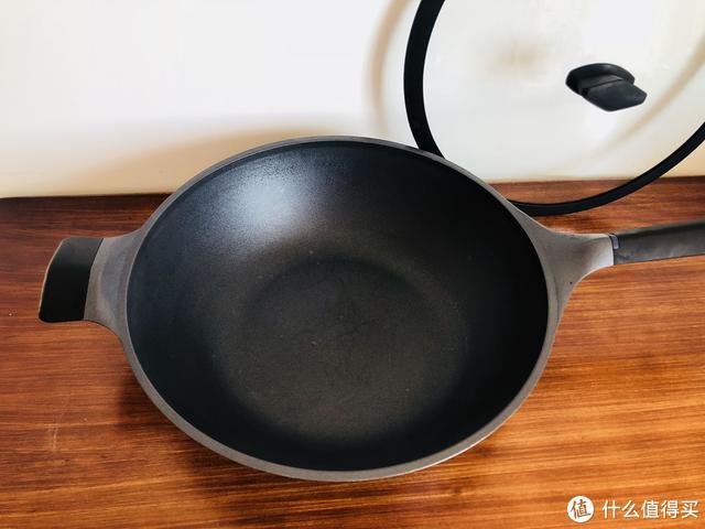 还是对年轻人下手了,小米推出超白金不粘锅,体验后感觉值