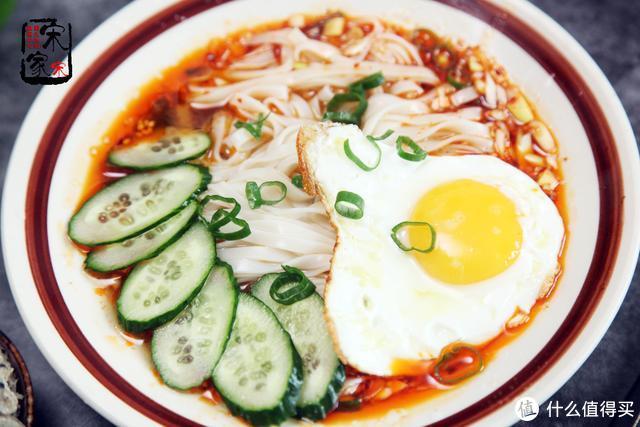 家常酸汤面做法,10分钟就搞定,酸辣开胃,吃撑了还想来1碗