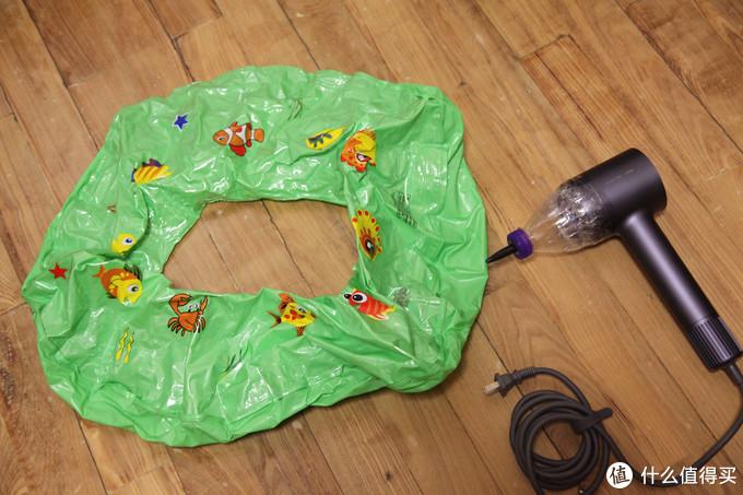 这个电吹风电机每分钟十万转,小伙拿来简单改造还能给游泳圈充气