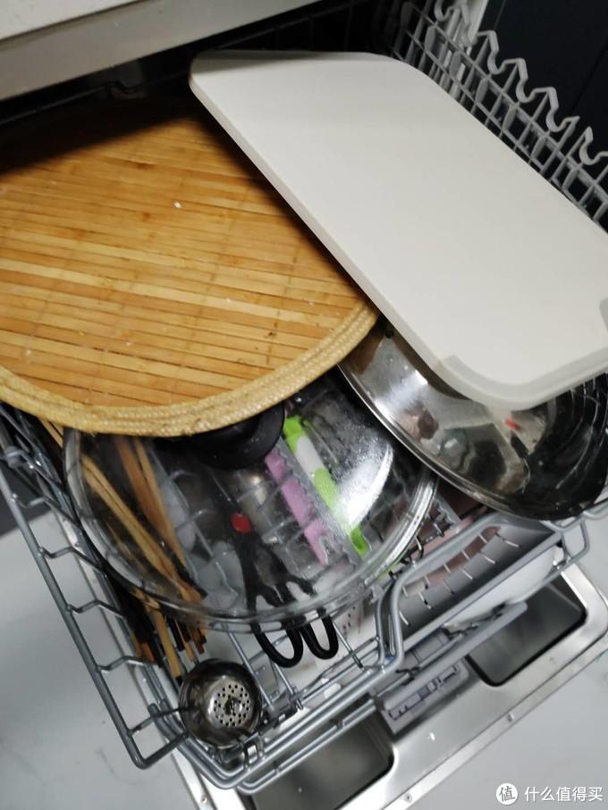 每次都放的巨满,能洗的一件都不放过,案板也可以扔进去