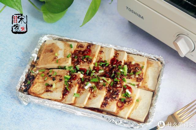 千叶豆腐不要涮火锅了!调1碗料汁浇上烤一烤,1大盘不够吃