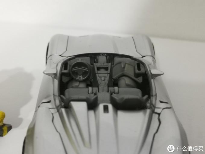 驾驶舱的细节还原也不错。
