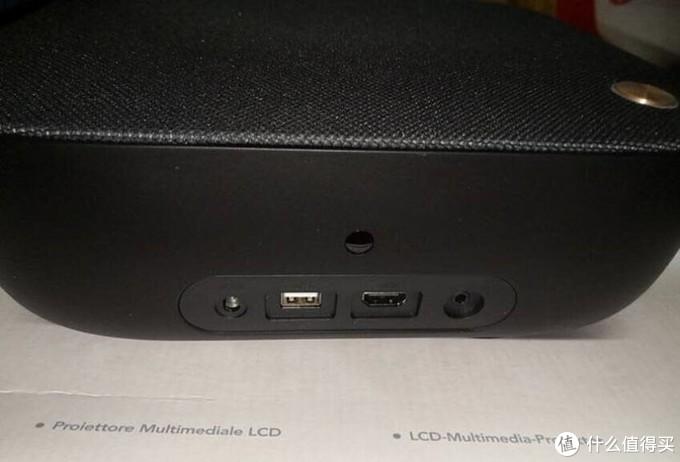 背部接口:从左到右依次是:DC-IN、USB2.0、HDMI和AUDIO OUT