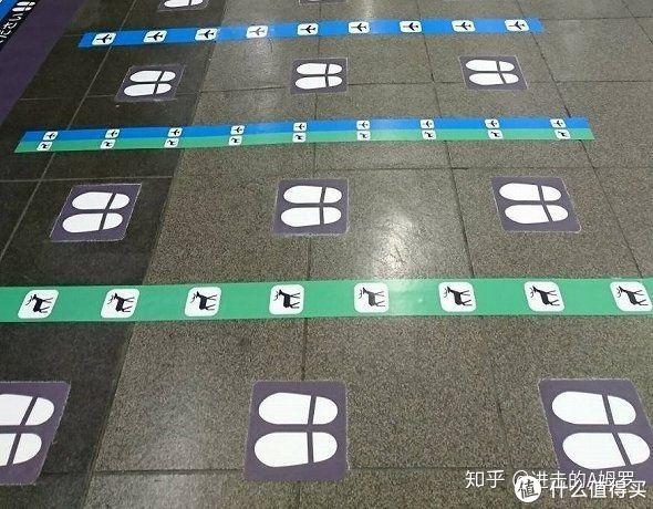 JR西日本大阪站上的图标分类,鹿(奈良),飞机(机场)根据下车顺序的先后来进行分类