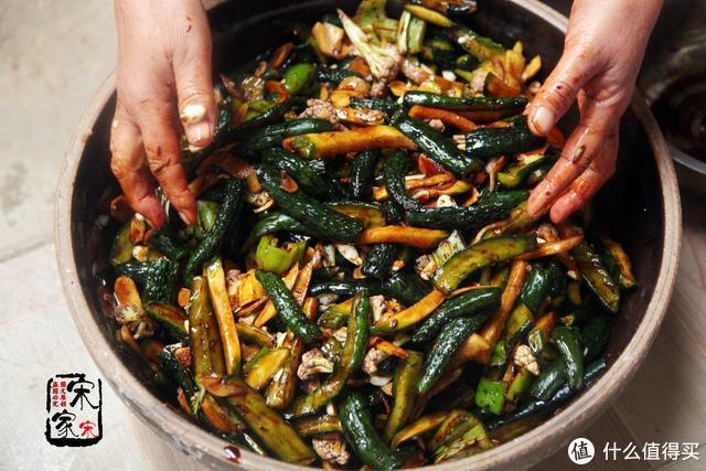 妈妈藏了35年的腌菜配方,啥菜都能腌,口感脆味又正,年年腌30斤