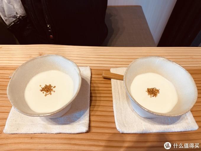 抹茶布丁,实际上茶味很淡,并不发苦,而且奶味香浓,一小撮芝麻是点睛之笔,点个赞!