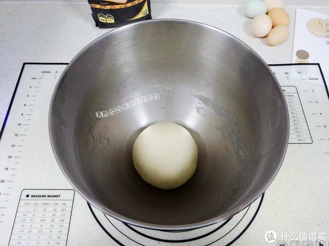 这款面包制作简单,不用加黄油,揉面只需十分钟,好吃还营养!