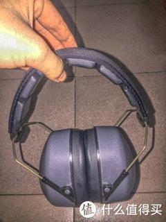 图1: 耳罩整体中规中矩,用料比较实在