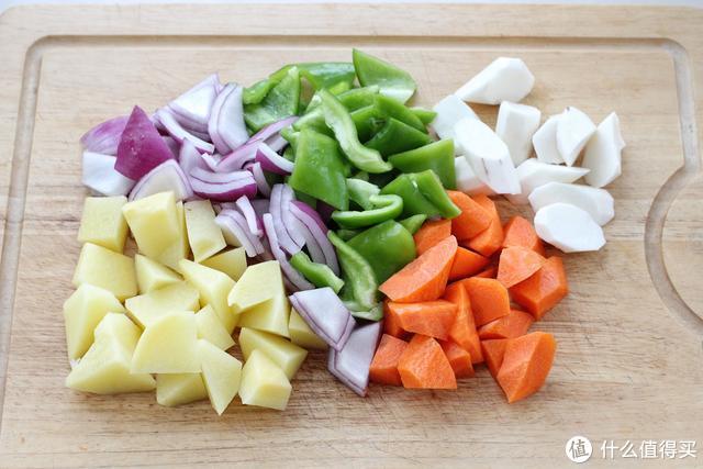不加一滴水的鸡翅焖锅,香嫩入味怎么也吃不够,做法简单新手也会