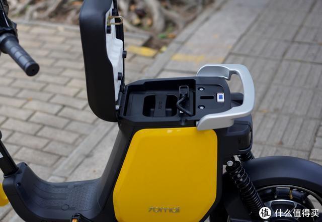 小米生态链跨界做电动,语音助手、无钥匙启动打造汽车级配置