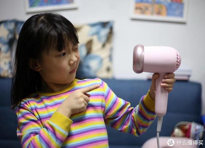 给孩子吹头发别进误区,要选对吹风机才健康