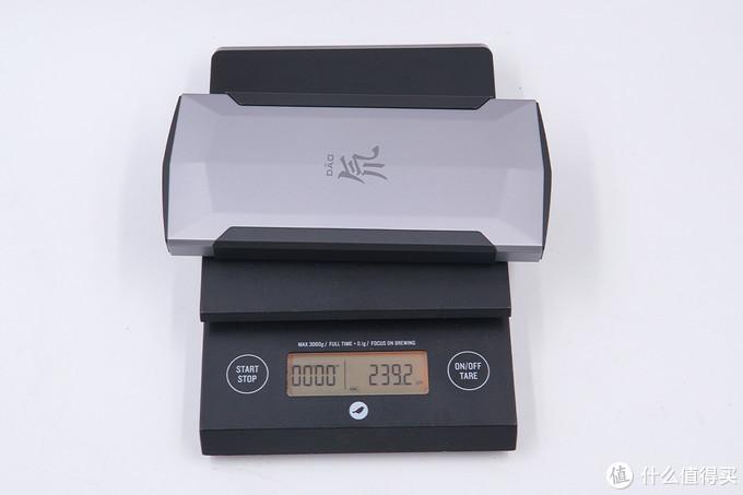 延续对称式弹夹设计语言,红魔氘锋移动电源快充版评测(PB1002S)