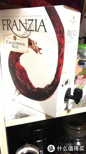 用塑料袋装红酒喝是年轻人的穷逼乐