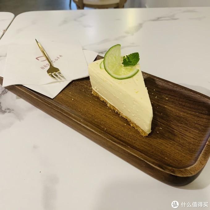小店的酸奶芝士蛋糕,不甜不腻,入口即化