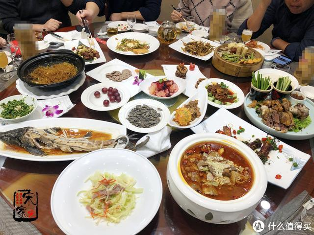 老公聚餐,12个人点了14道菜,朋友:10天工资没了