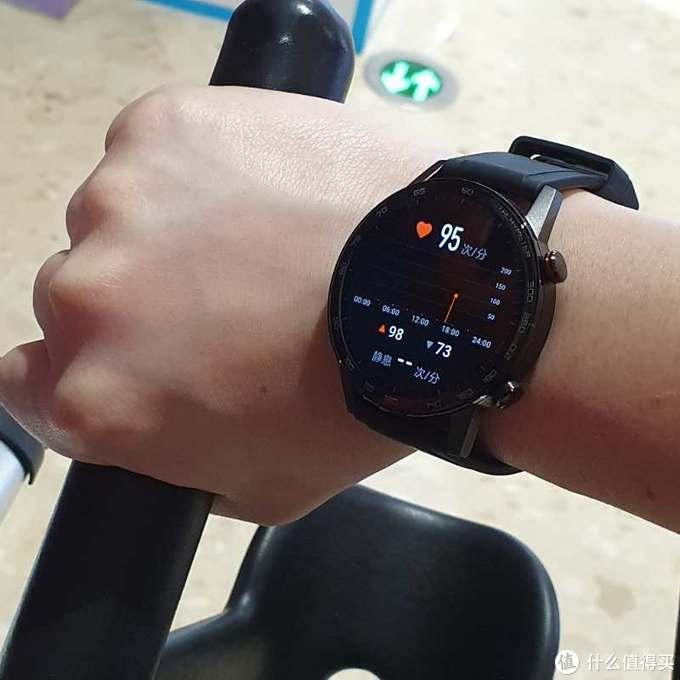 独立音乐播放和专业健康监测,荣耀手表2功能上还是很有诚意