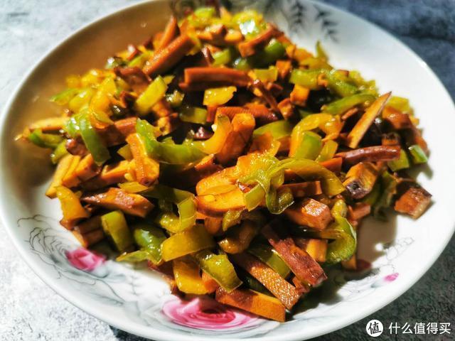 从小吃到大的青椒炒豆干,是先放青椒还是先放豆干,别再搞不清了