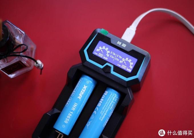 大屏显示实时数据,专业充电器就得是XTAR X2这样