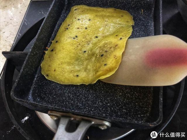 想吃鸡蛋卷没有蛋卷机,一样做出酥脆美味的鸡蛋卷,方便又简单