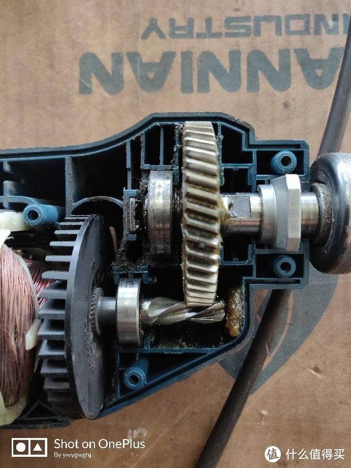 传动部分,两个轴承,前面支撑架为金属,没有轴承。