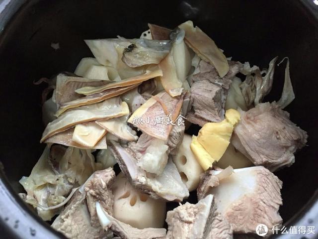 这汤我家隔三差五就做,滋阴润燥,养骨补钙,最适合孩子喝