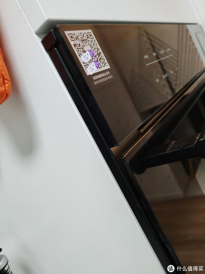 严丝合缝,提前留好电源孔跟电源插座