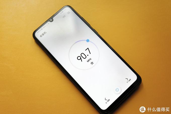 """荣耀9A首发上手,千元机的自尊与自信 真可以做到""""有里有面"""""""