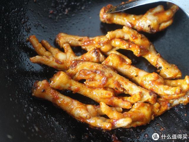 婆婆的秘制鸡爪,比饭店大厨做的还好吃,越啃越有味,做法老简单