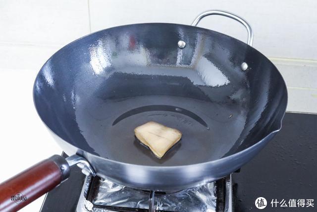 铁锅怎么开锅?教你方法,用多久都不粘锅不生锈,方法简单又实用
