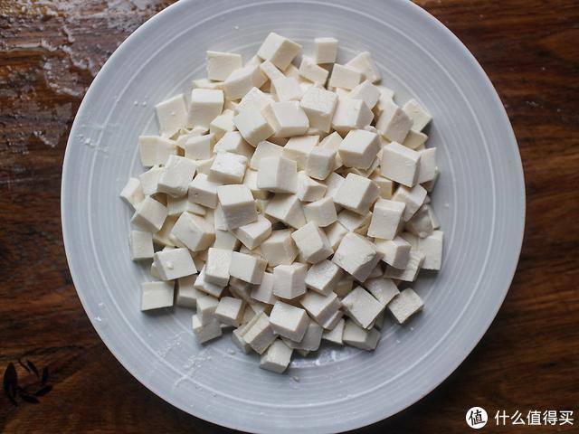 豆腐这样做最美味,不蒸不炒也不煮,一分钟上桌,每次都吃个精光
