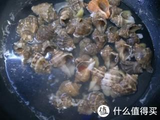 海螺水煮原汁原味,配上蘸料鲜极了