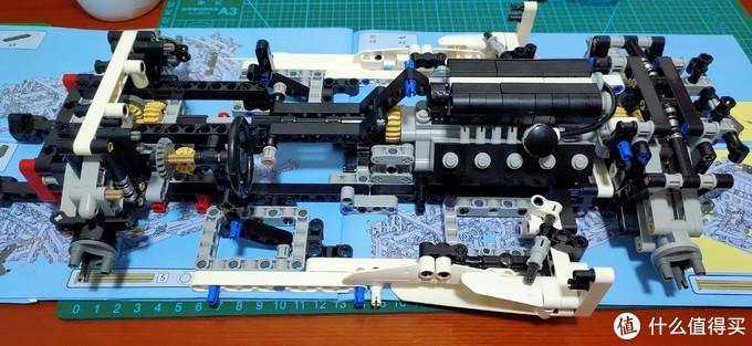 第三阶段主要拼的是车子的侧翼,和尾部的悬挂