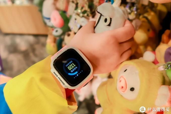 小天才Q1电话手表陪伴女儿安全出行