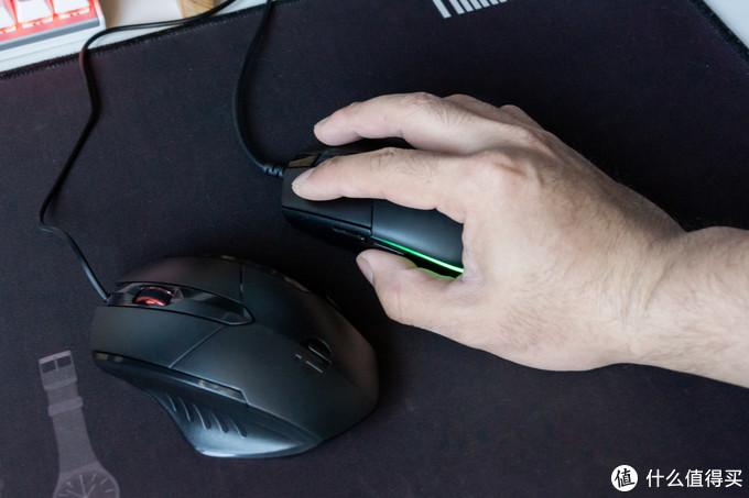 """G102从前到后都""""偏胖"""",而PW1则中胖前后收窄,造型蛮好看,但握持感更适合中小手型用户"""