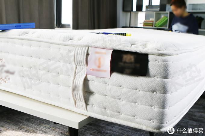 上万元的美国某品牌床垫,不拆开看你永远不知道床里面最真实的模样