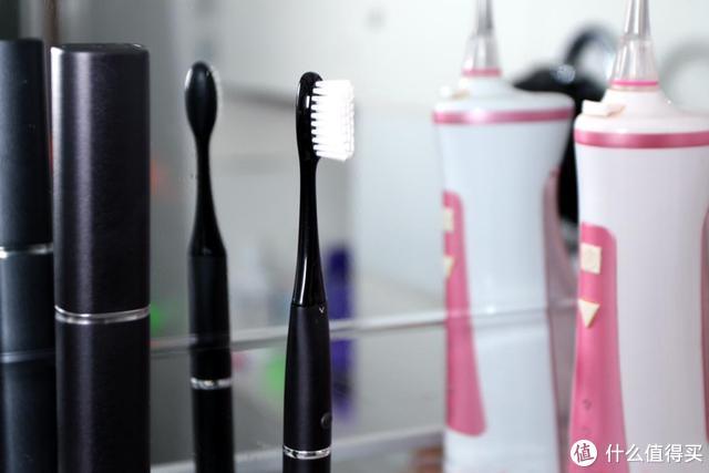 身材修长声波震动,菲莱斯V1电动牙刷,颜值高又便携