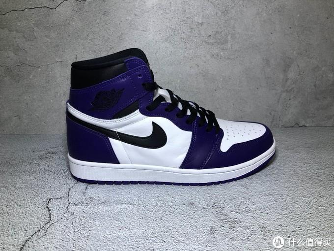 鞋子主要是白紫黑三色,皮质还不错,两双男码的做工要比女码好一些,女码有些溢胶。