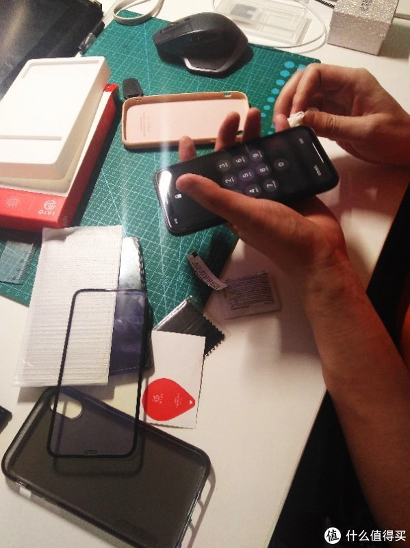 专业贴膜XX年——XR手机膜自己更换