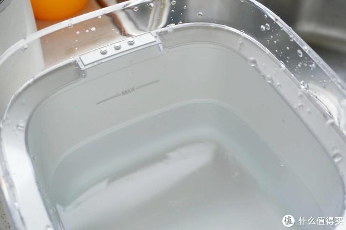 开心的喝水,小顽智能宠物饮水机