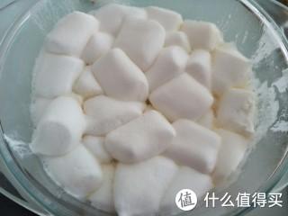 这是个懒人版的牛轧糖,用微波炉就会简单很多,喜欢吃的朋友不妨一试