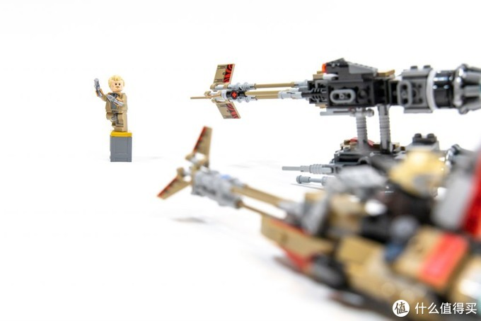 核芯素争夺战:乐高星球大战系列 75215 云骑士飞梭摩托