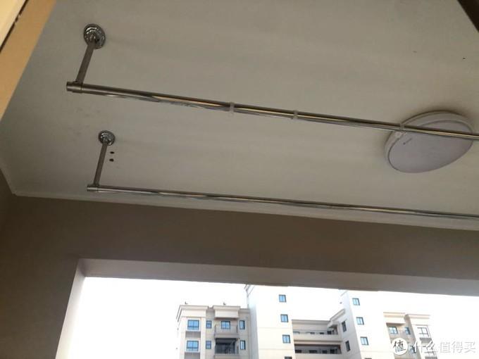 阳台杆,自己钻孔还是很有难度的,但为了省钱