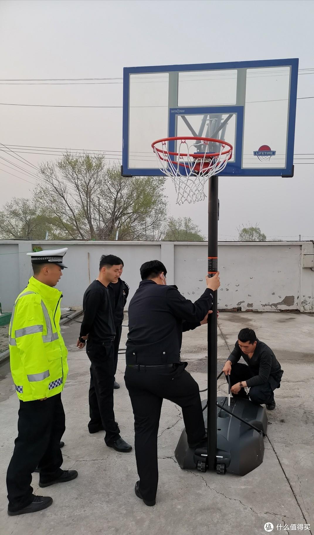 移动篮球筐安装(ღ˘⌣˘ღ)