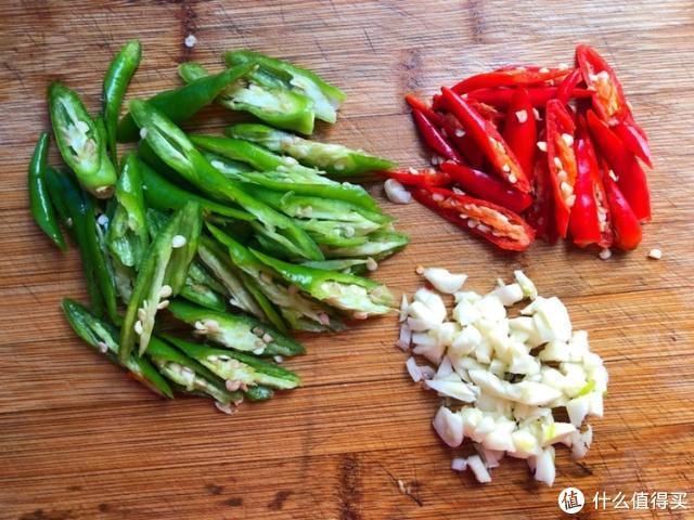 茄子最家常的做法,香辣美味,唯一的缺点就是太费米饭