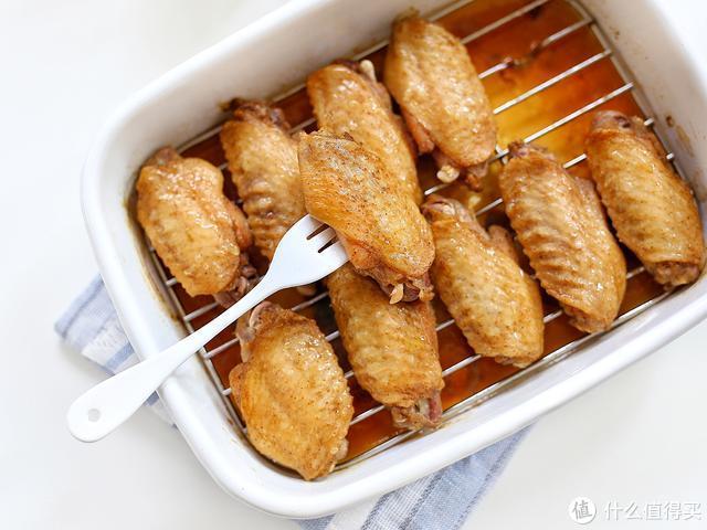鸡翅这做法,不加一滴水,不加一滴油,色泽金黄,勾人食欲,真香